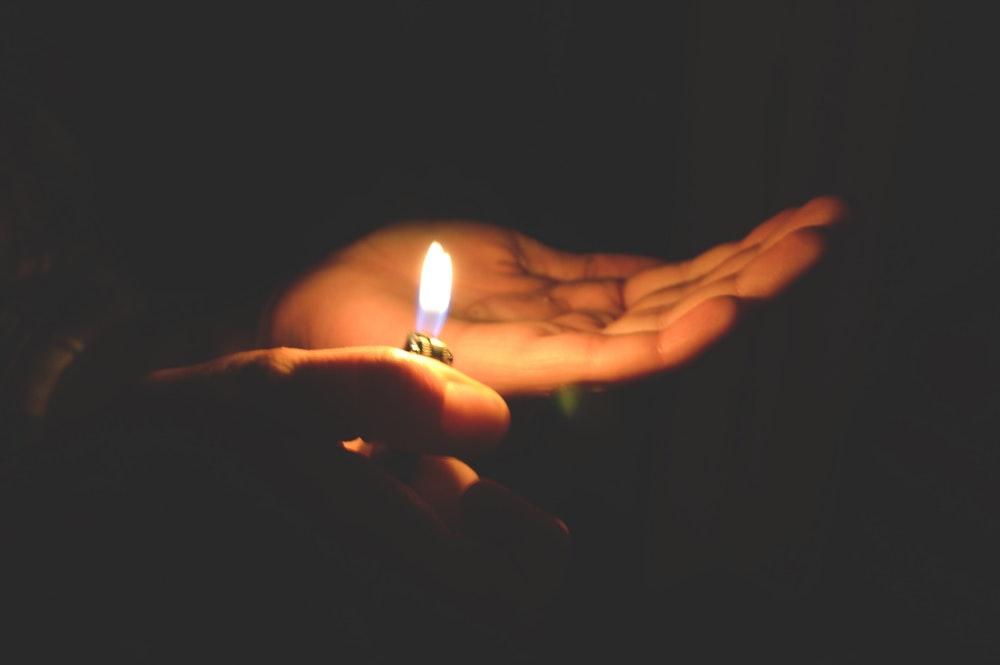 Ánh nến toả sáng trong gia đình. Suy niệm Lễ Hiển linh