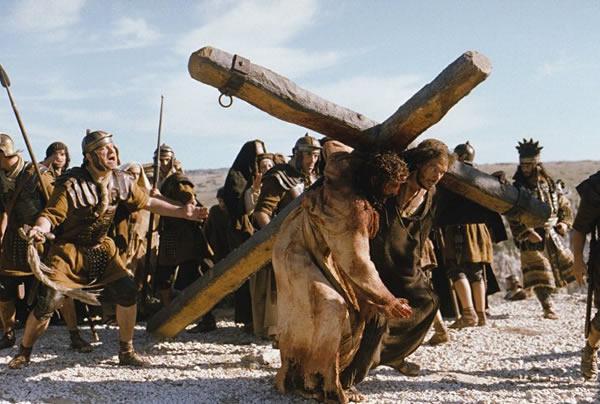 Vác thập giá với Chúa Giê-su. Suy niệm Tuần Thánh
