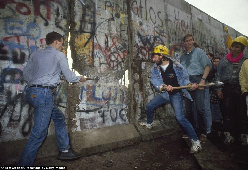 Phá đổ bức tường Bá Linh